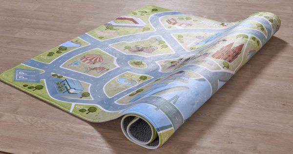 Koeln Teppich aufgerollt